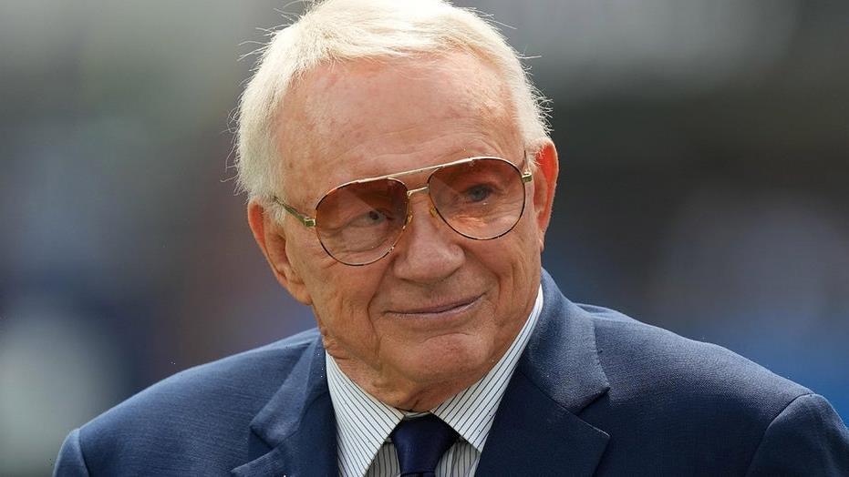 Cowboys' Jerry Jones makes strange remark while praising Micah Parsons