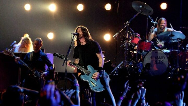 Foo Fighters Welcome Nandi Bushell on Stage
