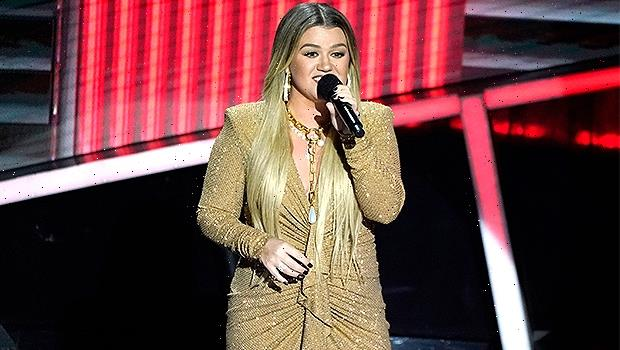 Kelly Clarkson Drops Breakup Christmas Anthem A Year After Filing For Divorce From Brandon Blackstock