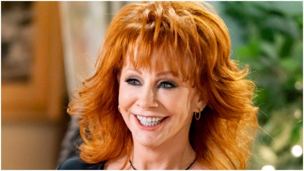 Reba McEntire Rescued by Ladder After Historic Oklahoma Building Falls Apart Around Her