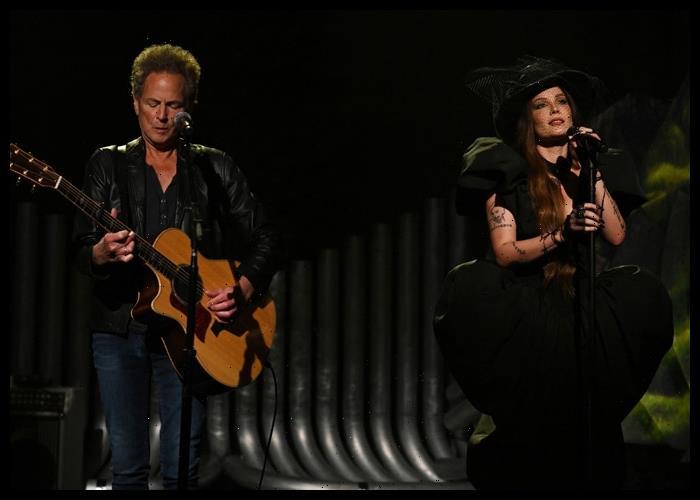 Lindsey Buckingham Joins Halsey On 'Darling' During 'SNL' Performance
